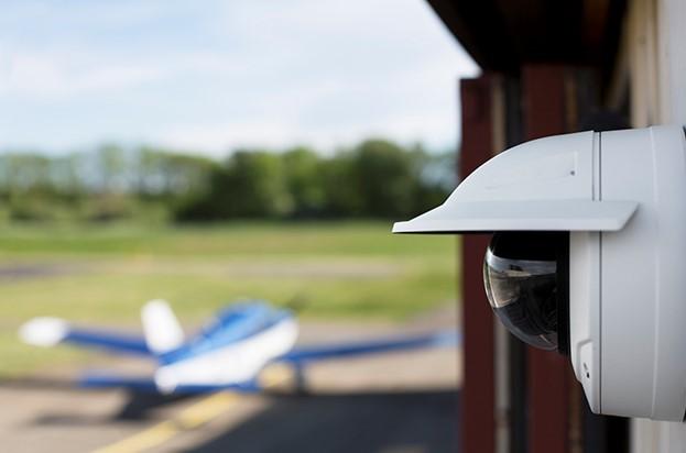 Axis uvádza dve kopulovité kamery do náročného prostredia