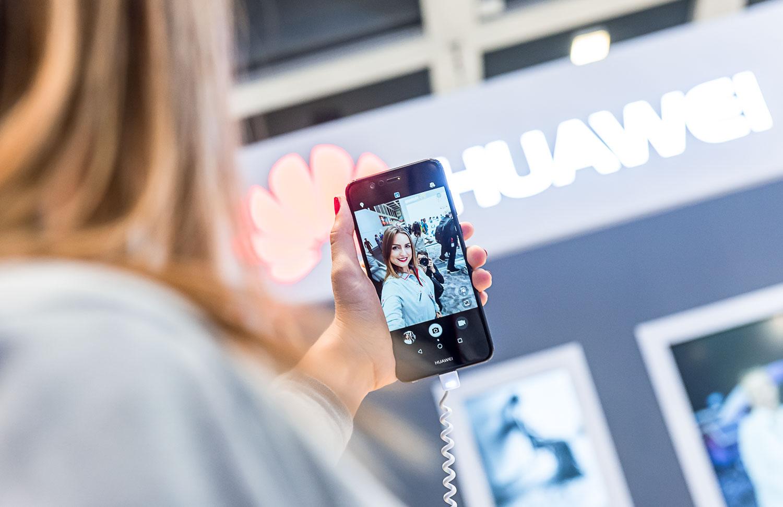 Huawei je pripravená spolupracovať s vládou USA